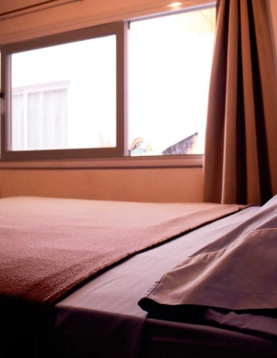 Habitación-con-cama-matirmonial---Room-with-Matrimonial-bed-1